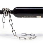 magical-floating-chain-wine-bottle-holder-illusion-xl